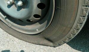 車 タイヤ 交換時期 ひび割れ